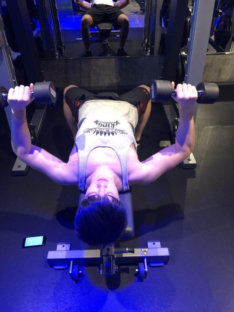 ダンベルプレス、胸のトレーニング、トレーニング胸、筋トレ、トレーニング、谷口大海、ライトジム新宿、ジェクサー新宿、パーソナルトレーナー、正しいフォーム、肉体改造、大筋群、効率的なトレーニング、効果的なトレーニング